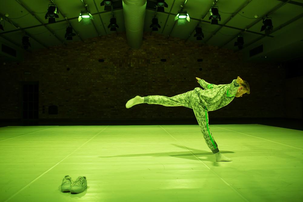 TOTAL, choreography and performance by Paweł Sakowicz, premiere: 12.12.2015, produced by Art Stations Foundation by Grażyna Kulczyk. Photographer: Art Stations Foundation/Jakub Wittchen.