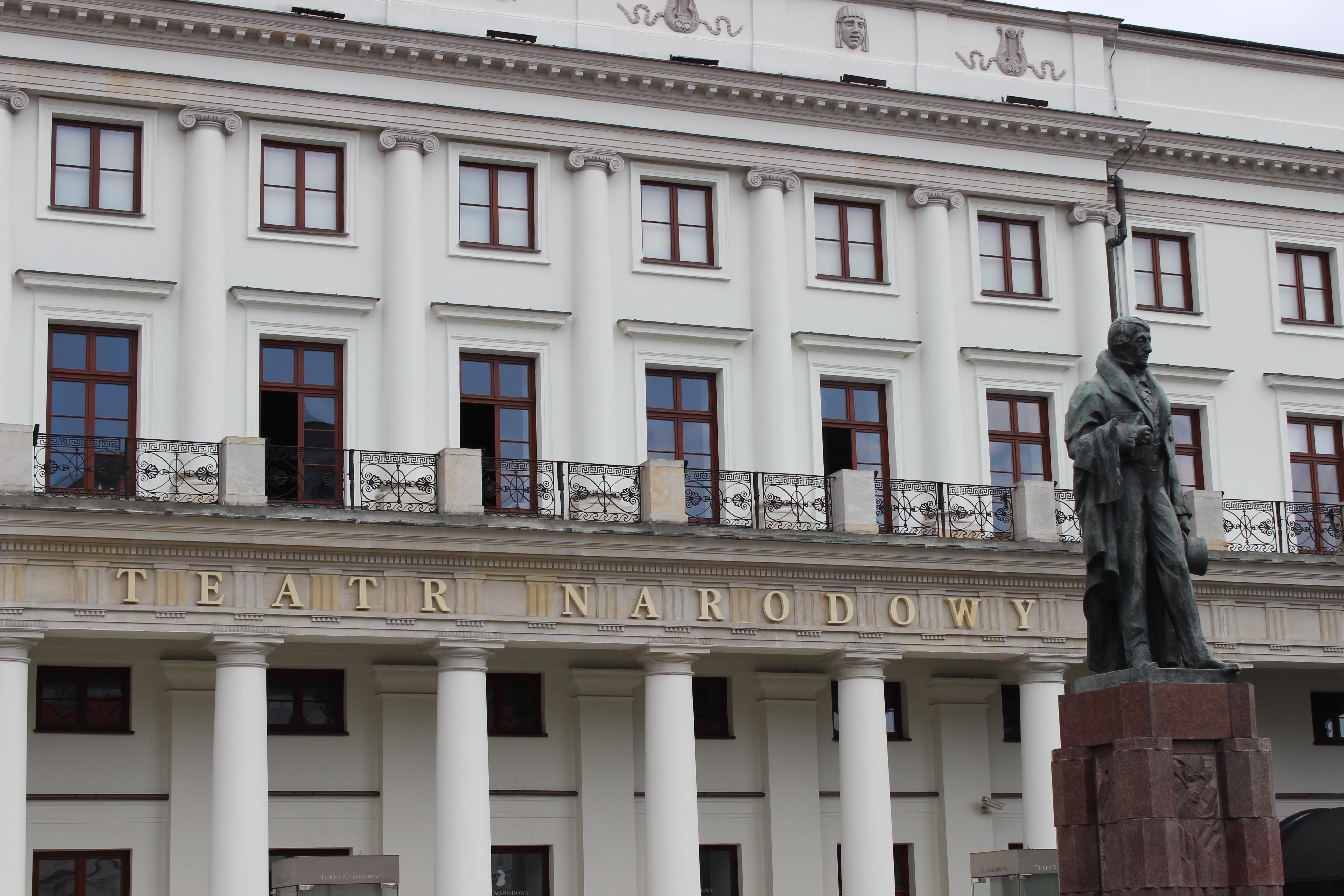 Monument to Wojciech Bogusławski outside the National Theatre in Warsaw. Photographer: paplo.
