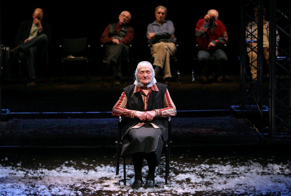 <i>Transfer!</i>, directed by Jan Klata, Współczesny Theatre in Wrocław, premiere: 18.11.2006. Photographer: Bartłomiej Sowa.