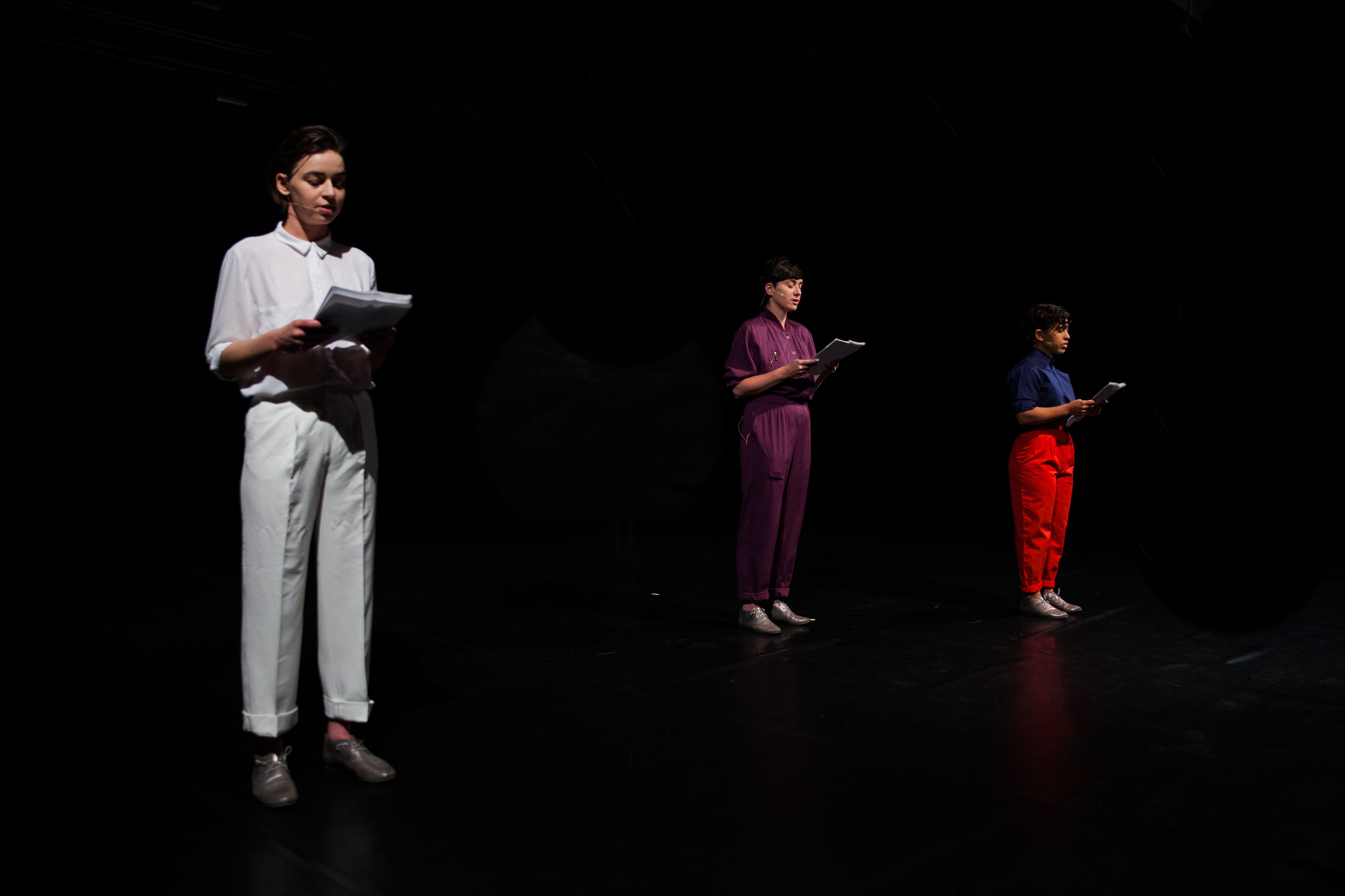 'Offering What We Don't Have to Those Who Don't Want It', concept: Ania Nowak, choreography and performance: Ania Nowak, Julia Rodriguez, Xenia Taniko Dwertmann, produced by Ania Nowak/ Sophiensaele Berlin. Photo: Alina Usurelu.